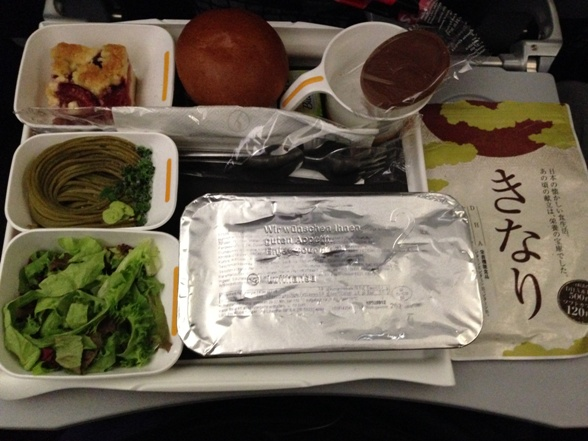 機内食とDHAサプリメント【きなり】