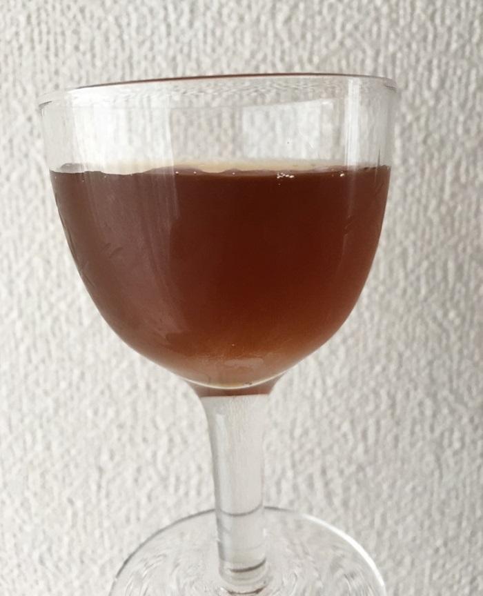 梅酢ドリンクをグラスに入れたところ