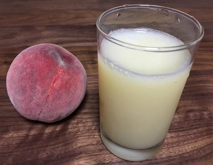 ヒューロム スロージューサーで絞った桃ジュース