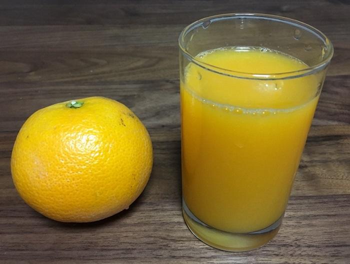 ヒューロム スロージューサーで作ったオレンジジュース